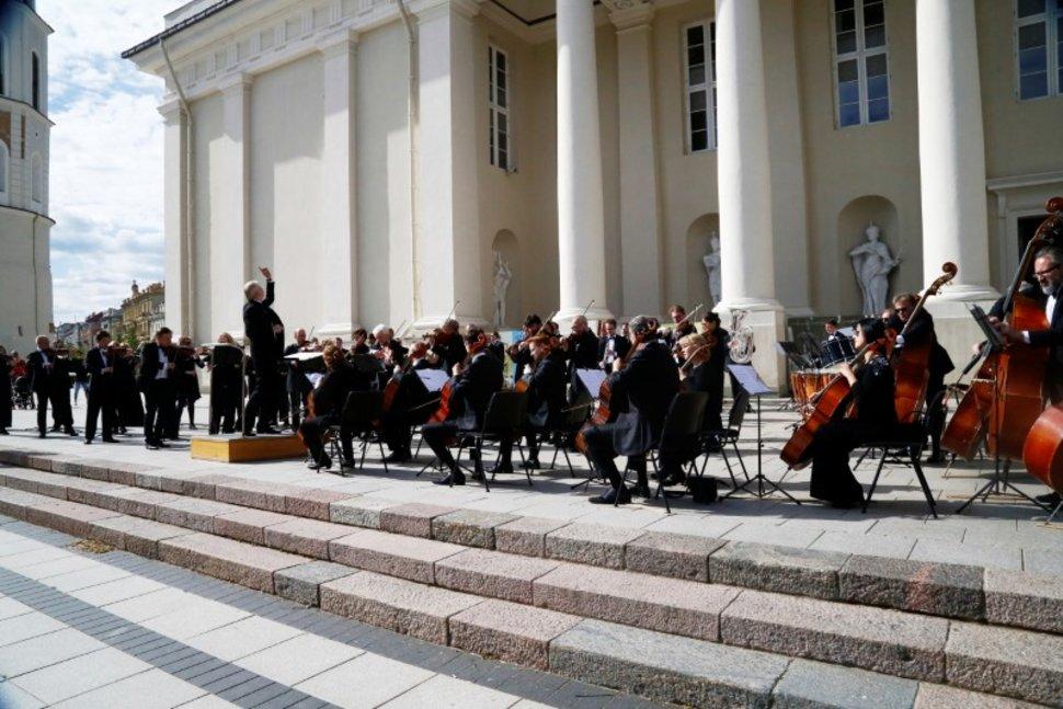 Musicians perform to thank for quick coronavirus disease